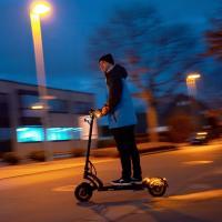 IO HAWK Legend Schwarz/Schwarz Straßen-Bereifung mit Blinker